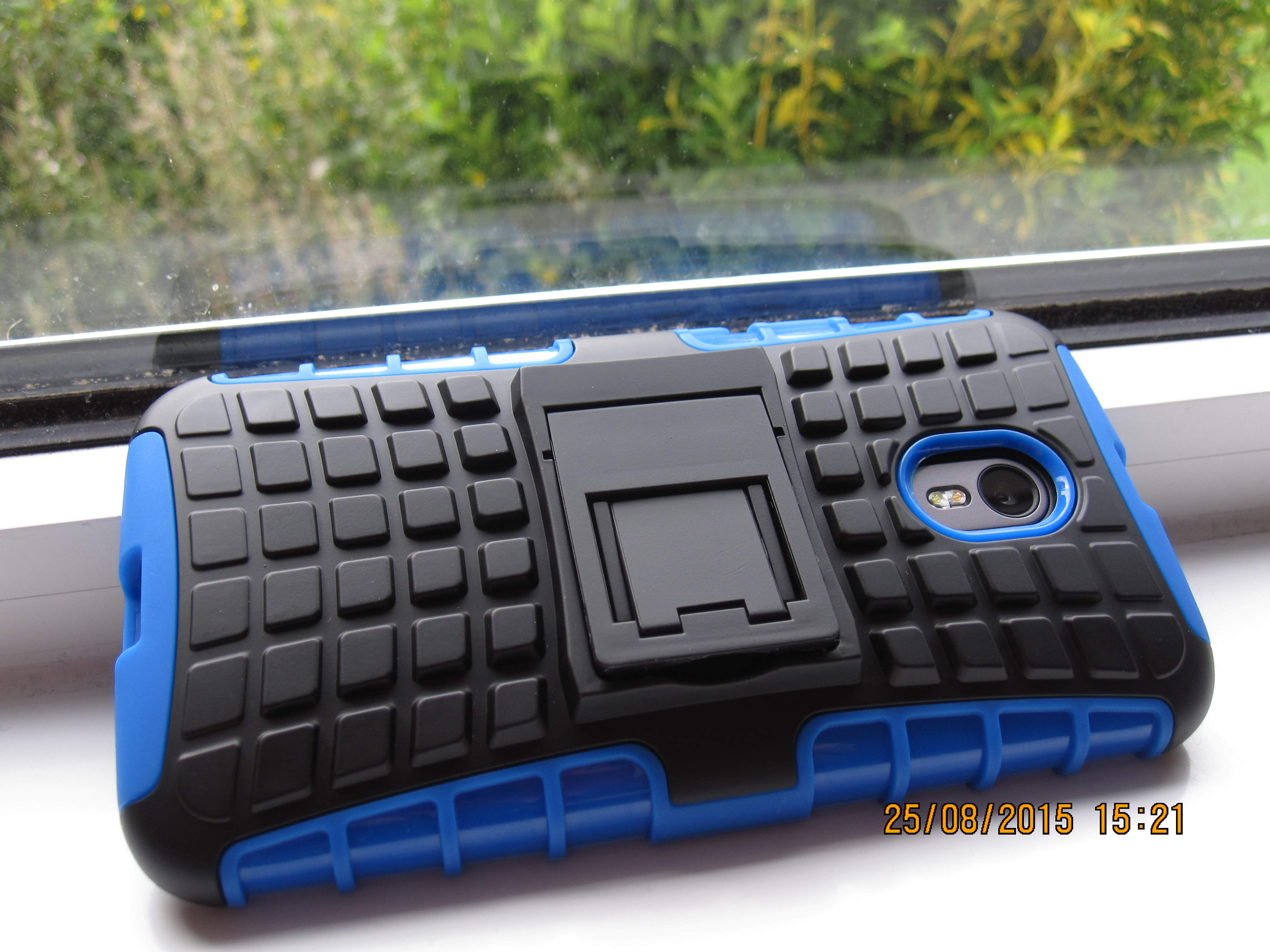 ArmourDillo: mobile case back